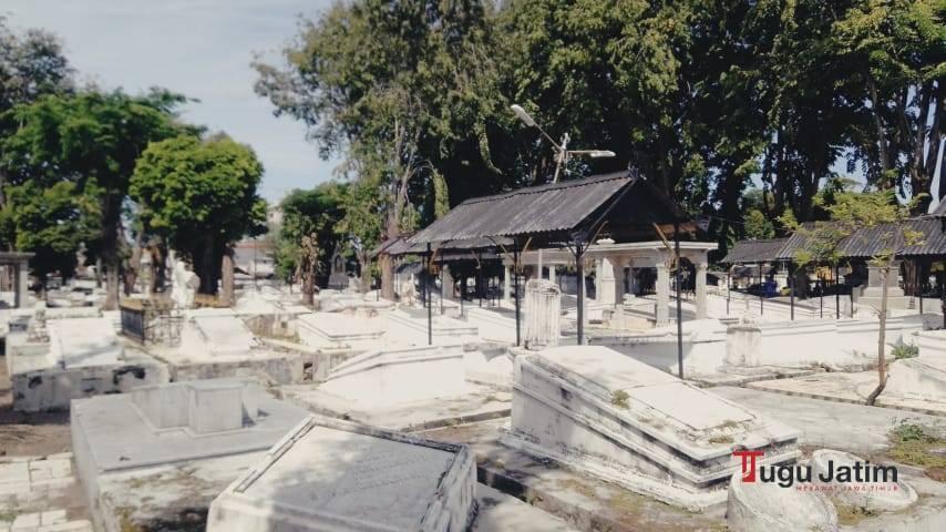 Ada 35.240 jasad di Pemakaman Peneleh Surabaya lintas kepercayaan, yaitu Katolik, Protestan, Yahudi, dan Freemason.(Foto: Rangga Aji/Tugu Jatim)