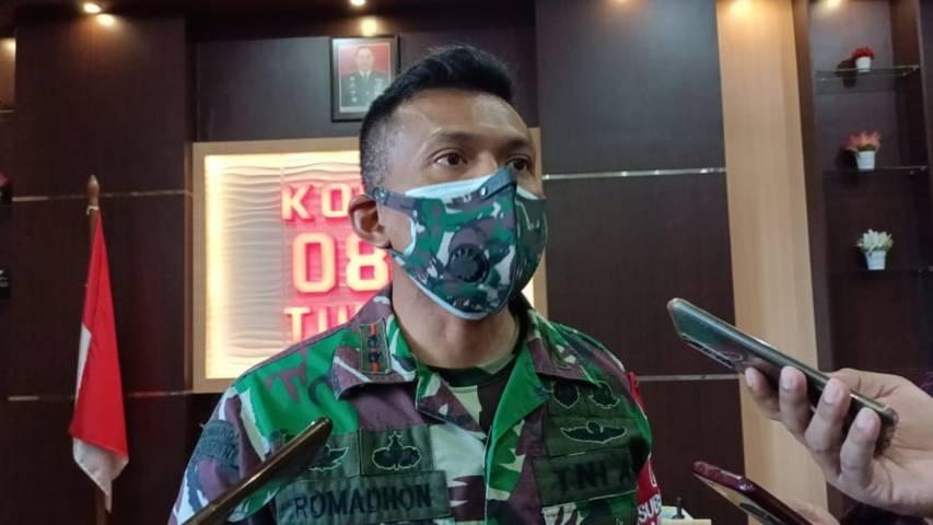 Komandan Kodim 0811 Tuban Letkol Inf Viliala Romadhon setelah memantau vaksinasi untuk masyarakat. (Foto: Rochim/Tugu Jatim)
