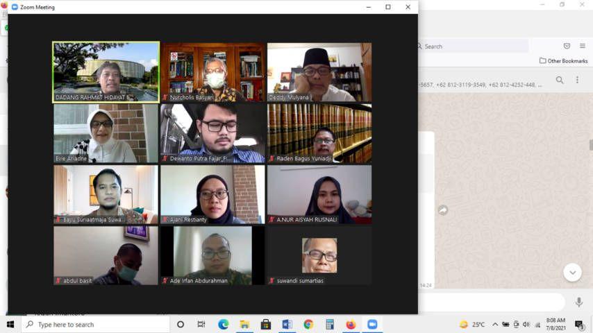 Nurcholis MA Basyari saat melakukan ujian melalui Zoom Meeting. (Foto: Dokumen/Tugu Jatim)