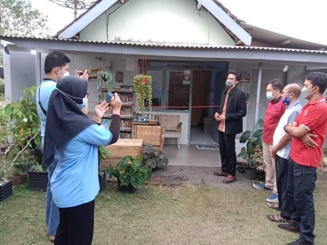 Peresmian Lentera Ilmu Sengguruh, rumah baca di Desa Sengguruh, Kabupaten Malang yang didirikan oleh mahasiswa KKN UM. (Foto: Dokumen/Tugu Jatim)