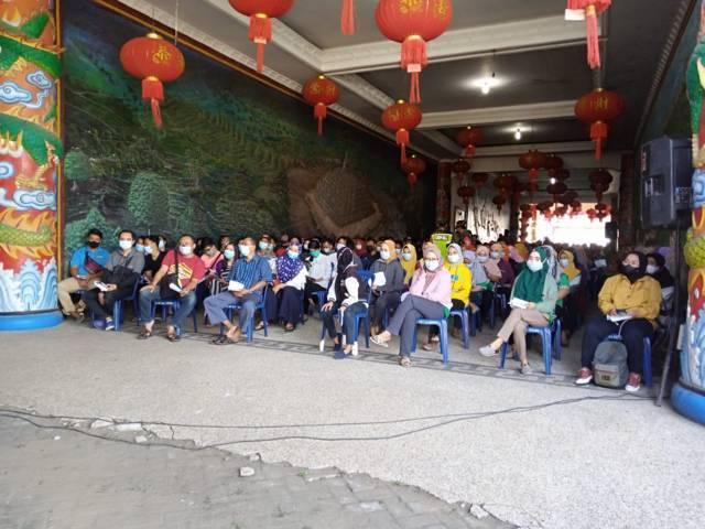 Ratusan warga antusias ikuti serbuan vaksinasi di TITD Kelenteng Kwan Sing Bio Tuban, Kamis (15/07/2021). (Foto: Rochim/Tugu Jatim)