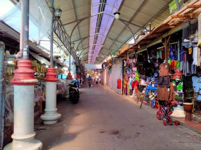 Tampak tak ada pembeli di Makam Sunan Bonang, Kecamatan Tuban. (Foto: Rochim/Tugu Jatim)