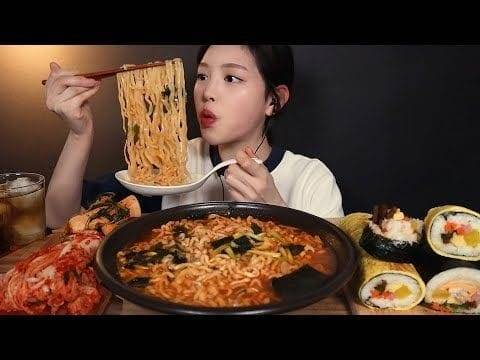 (Foto: YouTube Channel Eat With Boki/Tugu Jatim)