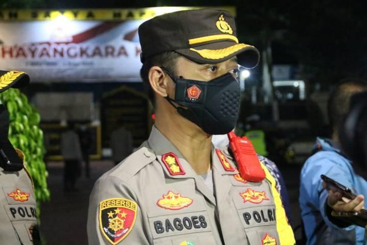 Kapolres Malang AKBP Bagoes Wibisono memimpin langsung patroli malam di Kabupaten Malang, Jumat (23/07/2021). (Foto: Rizal Adhi/Tugu Jatim)