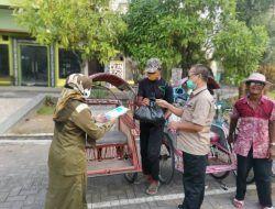 Paguyuban Inseminator Intan Berseri dan Paravetindo Tuban Bagikan 150 Paket Sembako pada PKL-Tukang Becak