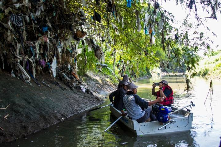 Ekspedisi Sungai Nusantara yang digelar oleh Telapak Jawa Timur, Brigade Evakuasi Popok, dan River Warriors Indonesia, Jumat (02/07/2021). (Foto: Ecoton/Tugu Jatim)