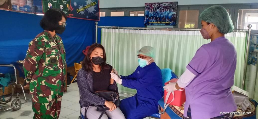 Lanal Malang menggelar serbuan vaksinasi Covid-19 untuk KBT dan warga Malang Raya di TK Hangtuah, Jl Menari No 64 Malang, Jumat (16/07/21).(Foto: Dokumen/Tugu Jatim)