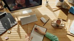 Virtual learning dengan menggunakan aplikasi tertentu/tugu jatim