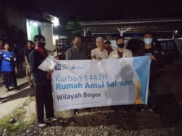 Pondok Inspirasi menggandeng Rumah Amal Salman untuk menggelar penyembelihan hewan kurban, Selasa (20/07/2021). (Foto: Dokumen/Tugu Jatim)