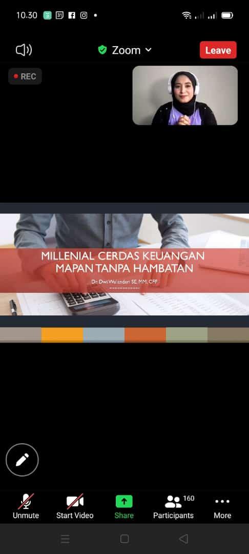 Financial planner sekaligus dosen Universitas Brawijaya (UB) Kota Malang Dr Dwi Wulandari SE MM CFP saat berbagi tips perencanaan keuangan untuk masa depan, Selasa (27/07/2021). (Foto: M. Sholeh/Tugu Jatim)