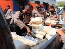 Polres Tuban Distribusikan 5 Ton Beras untuk Warga Terdampak Covid-19