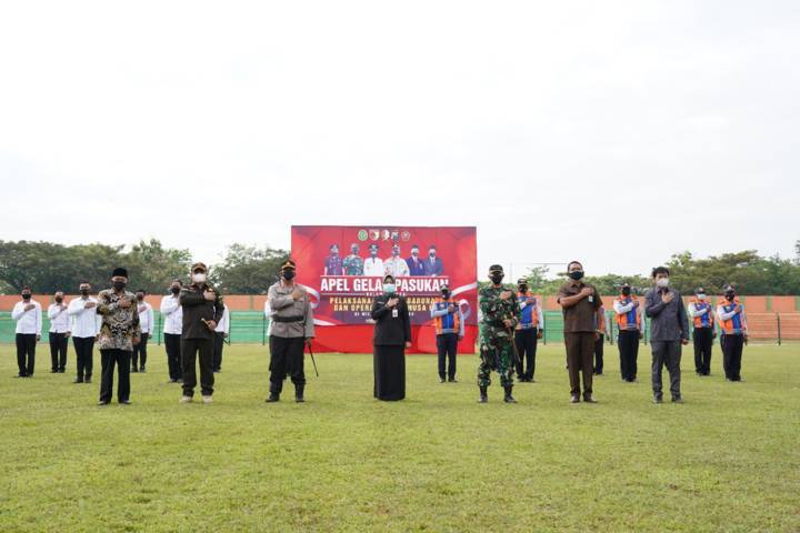 Bupati Bojonegoro melaksanakan Apel Siaga Satgas Covid-19 Forkopimda Bojonegoro di Stadion Letjen H. Sudirman, Sabtu (03/07/2021). (Foto:Humas Pemkab Bojonegoro/Tugu Jatim)