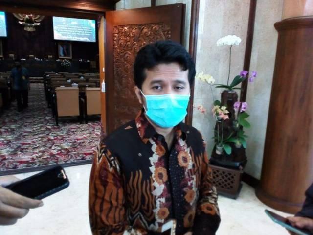 Wakil Gubernur (Wabup) Jatim Emil Elestianto Dardak saat akan memantau proses penyembelihan hewan kurban di RPH Pegirian Surabaya, Selasa (20/07/2021). (Foto: Rangga Aji/Tugu Jatim)