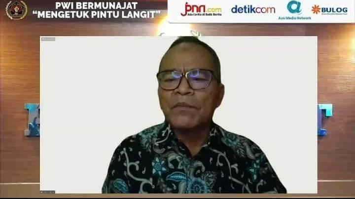 """Ketua Umum Persatuan Wartawan Indonesia (PWI) Atal S. Depari dalam acara PWI Bermunajat """"Mengetuk Pintu Langit"""" pada Sabtu (24/07/2021) secara virtual.(Foto: Mila Arinda/Tugu Jatim)"""