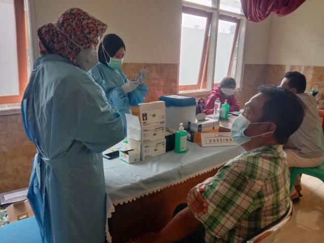 Vaksinasi Covid-19 di Puskesmas Beji Kota Batu. (Foto: M Sholeh/Tugu Malang/Tugu Jatm)