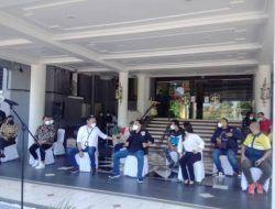 Kemensos RI Salurkan 6.000 Kg Beras untuk Warga Surabaya