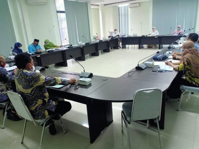 Suasana rapat kerja bersama tentang Prioritas Dan Plafon Anggaran Sementara (PPAS) tahun 2022 di ruang rapat Komisi IV DPRD Tuban, Minggu (25/7/2021). (Foto: Dokumen/Humas DPRD Tuban) tugu jatim