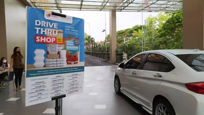 Layanan drive thru shop yang diinisiasi oleh salah satu pusat perbelanjaan di Kota Malang. (Foto: M Ulul Azmy/Tugu Malang/Tugu Jatim)