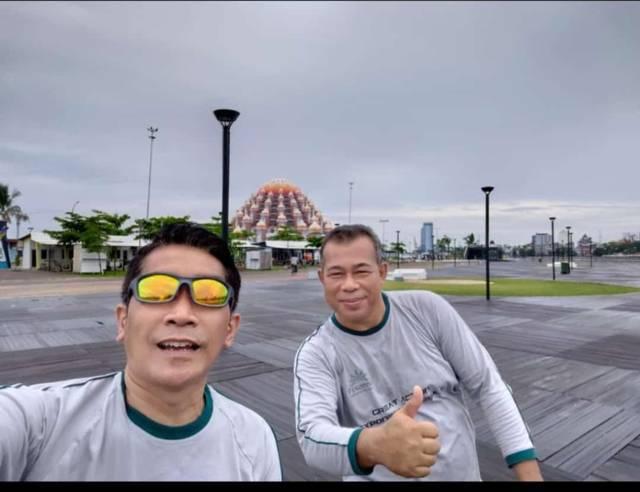 Cucun Mansur (kanan) bersama Cluster GM Hotel Pesonna Malioboro dan Tugu Yogyakarta Joko S. Widiyanto. (Foto: Dokumen/Tugu Jatim)