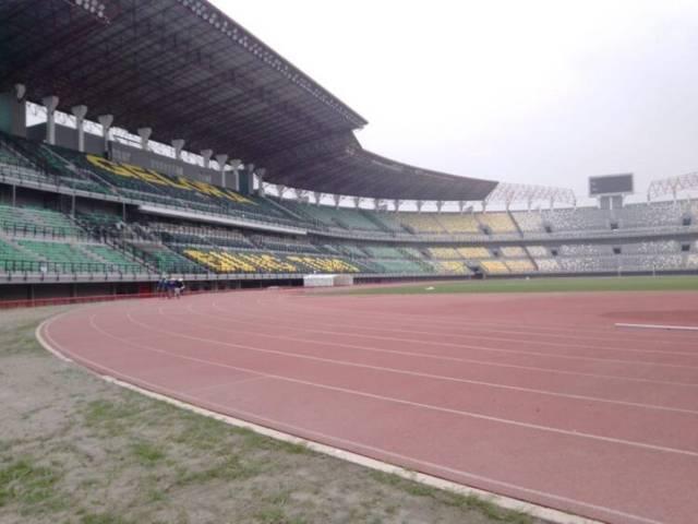 Stadion Gelora Bung Tomo (GBT), Surabaya yang rencananya digunakan sebagai RS Lapangan oleh Wali Kota Surabaya, Eri Cahyadi. (Foto: Rangga Aji/Tugu Jatim)