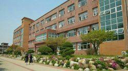Gedung sekolah di Korea Selatan/tugu jatim