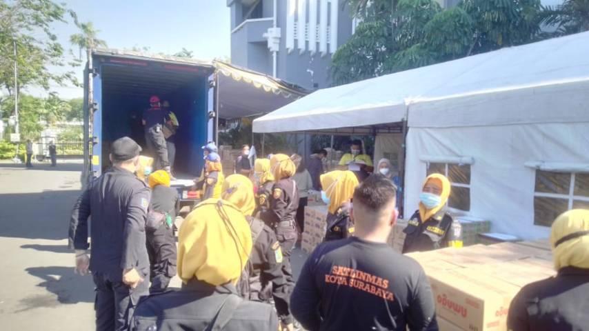 Pemkot Surabaya mendapatkan bantuan sosial dari beberapa pihak untuk menuntaskan pandemi Covid-19, Sabtu (24/07/2021). (Foto: Rangga Aji/Tugu Jatim)