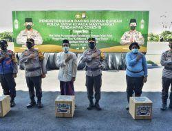 Polda Jatim Distribusikan Daging Kurban secara Door-to Door untuk Warga Terdampak Covid-19
