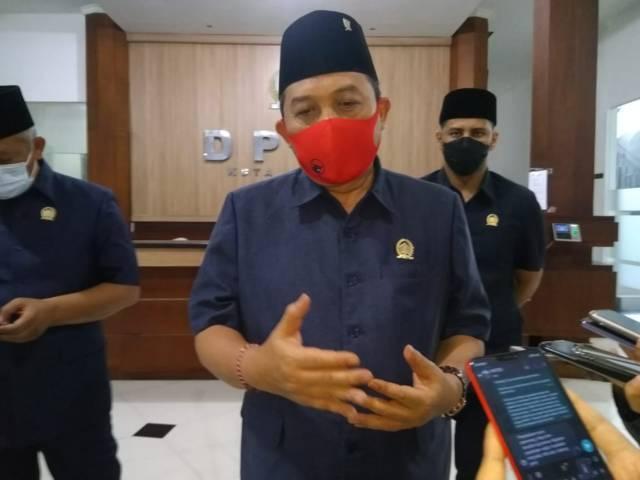 Ketua DPRD Kota Malang I Made Rian DK didampingi Wakil Ketua DPRD Kota Malang Rimzah dan Asmualik.(Foto: Dokumen/Tugu Jatim)