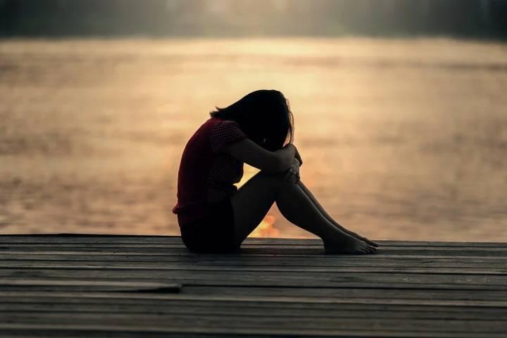 Ilustrasi seseorang merasa sedih dan galau karena ditinggal kekasih. (Foto: Pixabay) tugu jatim