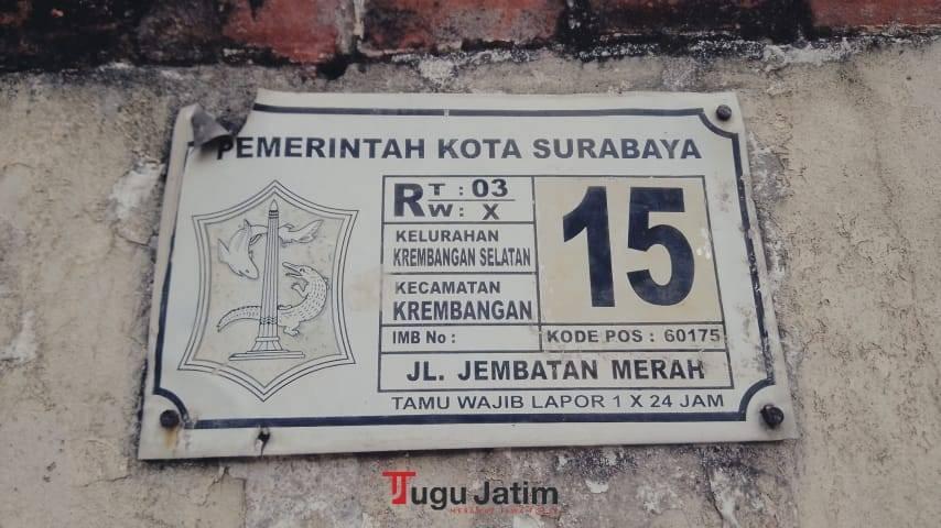 Papan alaman Gedung Singa. (Foto: Rangga Aji/Tugu Jatim)