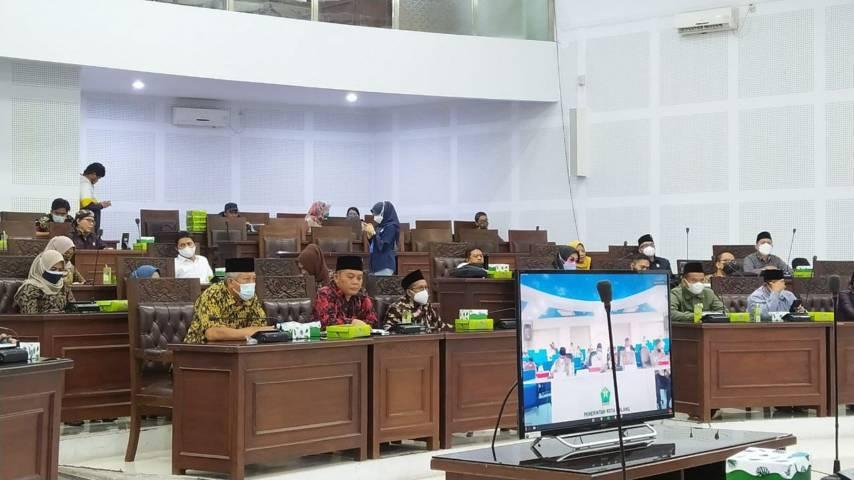 Ketua DPRD Kota Malang I Made Rian Diana Kartika tengah memimpin rakor pemaparan kerja Satgas COVID-19 Kota Malang secars virtual, Kamis (29/7/2021). (Foto: M Ulul Azmy/Tugu Malang/Tugu Jatim)