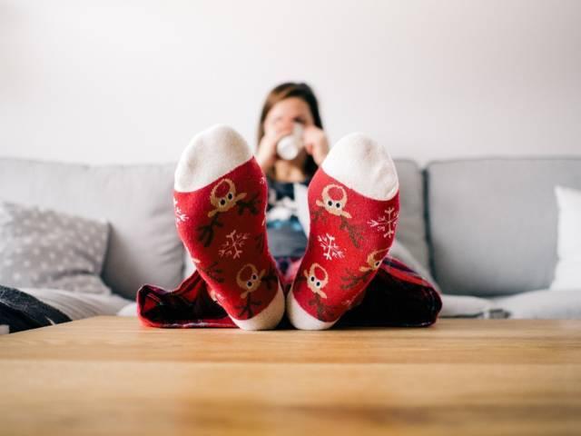 Ilustrasi aktivitas seseorang duduk santai menerapkan gaya hidup sedentari yang berisiko mengancam kesehatan. (Foto: Pixabay)