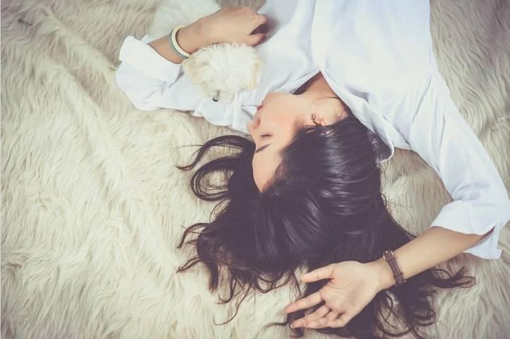 Kualitas tidur buruk akan berdampak pada kesehatan. (Ilustrasi: Pixabay) tugu jatim, perempuan tidur