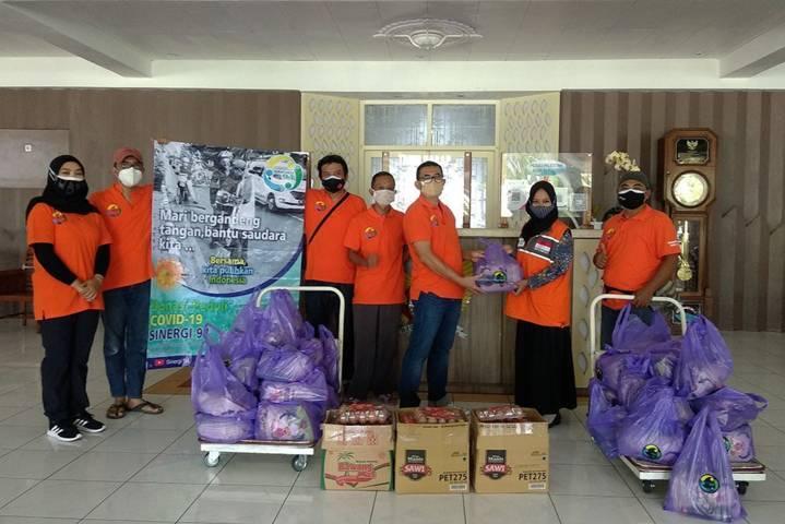 Program Kediri Memanggil, program Wali Kota Kediri yang menggandeng alumni SMA di Kota Kediri untuk meningkatkan kepedulian kepada warga yang terdampak virus corona. (Foto: Rino Hayyu/Tugu Jatim)