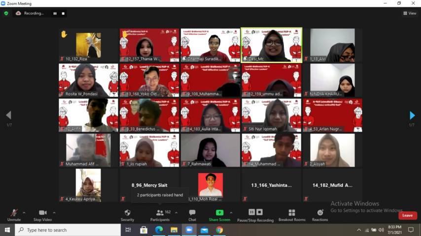 Kurang lebih sebanyak 180 mahasiswa belajar tentang kepemimpinan di program Lead.ID Bidik Misi melalui Zoom Meeting, Kamis, (1/7/2021). (Foto: Dokumen/Pondok Inspirasi)