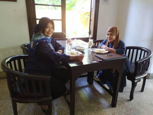 Sambil menikmati hidangan ala Ladang Coffee, kami silaturahmi berkualitas dengan mengonsep penggarapan film untuk anak-anak.(Foto: Dokumen)