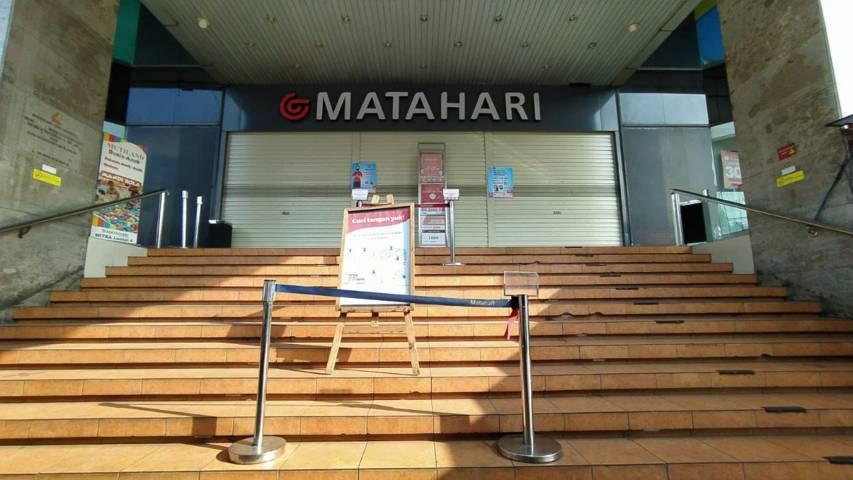 Nuansa 'mangkrak' di sejumlah pusat perbelanjaan di Kota Malang akibat kebijakan PPKM Darurat. (Foto: M Ulul Azmy/Tugu Malang/Tugu Jatim) bps