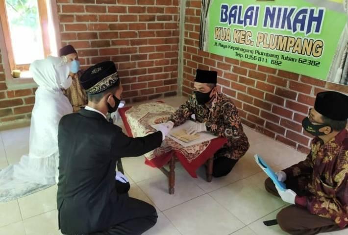 Ilustrasi akad nikah dengan menerapkan protkes di Kabupaten Tuban. (Foto: Humas Kemenag Tuban) menikah saat ppkm darurat, tugu jatim