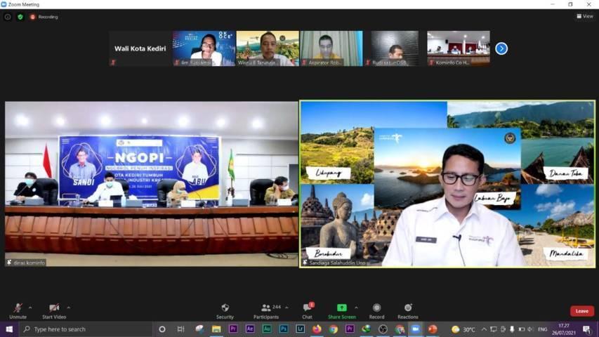 Menparekraf, Sandiaga Uno bersama Wali Kota Kediri, Abdullah Abu Bakar dalam agenda Ngobrol Penuh Inspiratif (Ngopi) secara virtual melalui Zoom meeting, Senin (26/7/2021). (Foto: Dokumen) tugu jatim