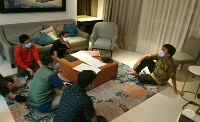 CEO PT Paragon Salman Subakat (paling kanan) saat mentoring kepemimpinan di Rumah H.O.S Tjokroaminoto Surabaya. (Foto: Instagram/@aji_suradika)