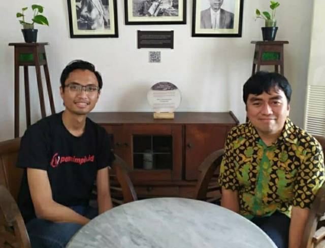 CEO Pemimpin.id Dharmaji Suradika (kiri) bersama CEO PT Paragon Salman Subakat (kanan) saat di Rumah H.O.S Tjokroaminoto Surabaya. (Foto: Instagram/@aji_suradika)