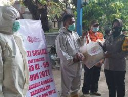 Bhayangkari Kota Malang Bagikan Sembako pada 75 Petugas Pemulasaraan Jenazah