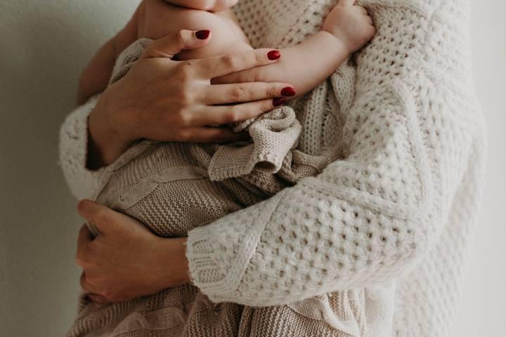 Ilustrasi kasih sayang seorang ibu. (Foto: Pexels/Tugu Jatim)