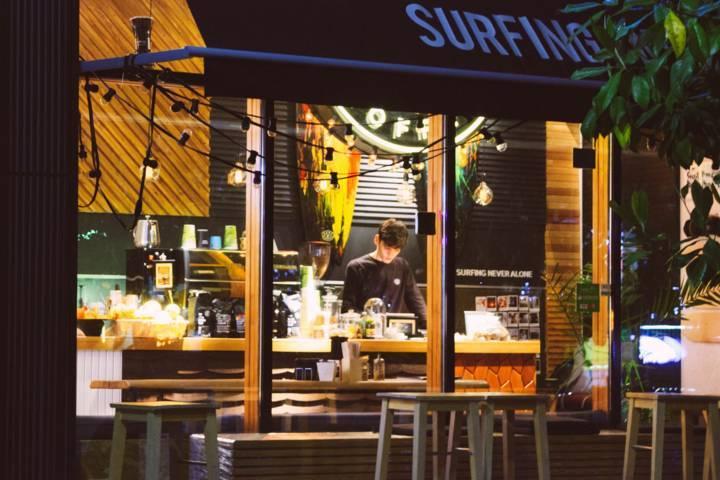 Ilustrasi kafe yang boleh beroperasional setelah PPKM. (Foto: Pexels/Tugu Jatim)