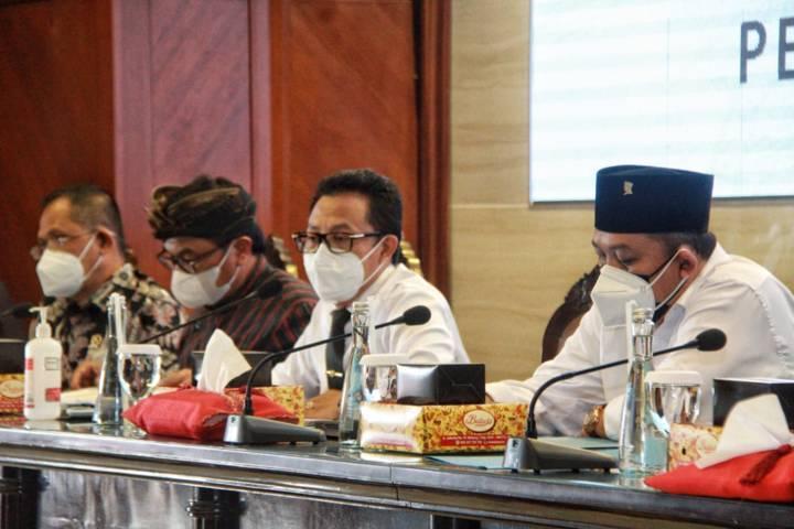 Wali Kota Malang Sutiaji bersama jajaran samping Forkopimda Kota Malang saat Rakor PPKM Darurat, Kamis (1/7/2021). (Foto: Rubianto/Tugu Malang/Tugu Jatim)