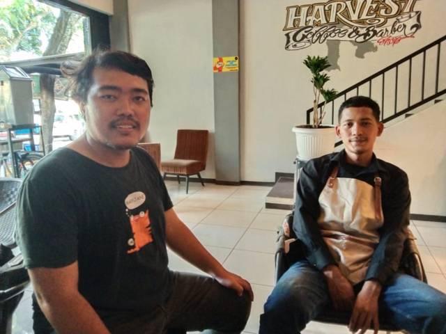 Penulis, Rizal Adhi (kiri) bersama Lambang Sutejo. (Foto: Dokumen) tugu malang tugu jatim sambang dulur, the power of silaturahim
