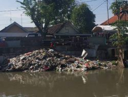 Kala Sidoarjo Dikepung 'Banjir' Sampah Plastik dan Apa yang Patut jadi Solusinya?