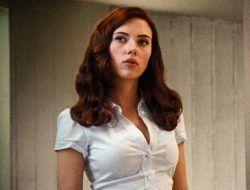 Scarlett Johansson Umumkan Hamil Anak Pertama dengan Colin Jost