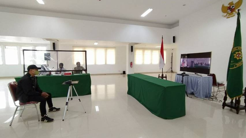 Proses sidang tipiring pelanggar aturan PPKM Darurat yang digelar secara virtual di Gedung Mini Block Office Pemkot Malang, Senin (19/7/2021). (Foto: M Ulul Azmy/Tugu Malang/Tugu Jatim)