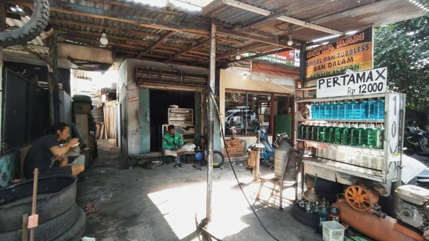 Warung Emak Sud, di kawasan Embong Brantas dekat Stasiun Malang. (Foto: M Ulul Azmy/Tugu Jatim)